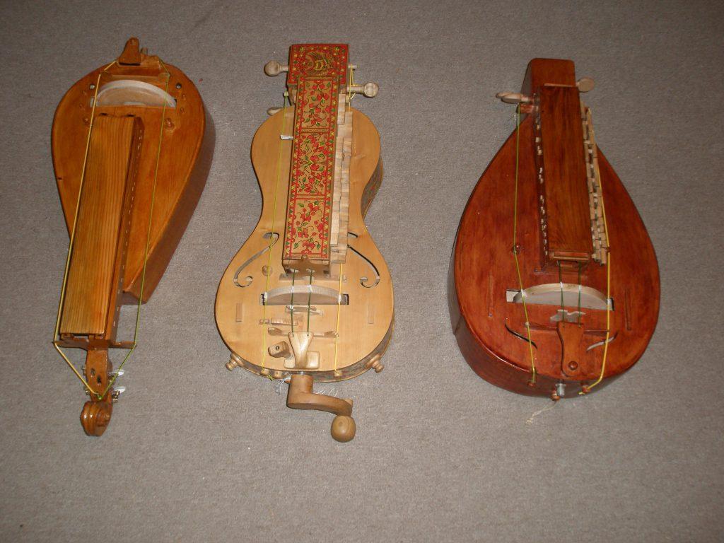 Музыкальный инструмент лира